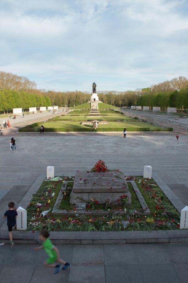 Treptower Park am 9. Mai 2021 - SNA