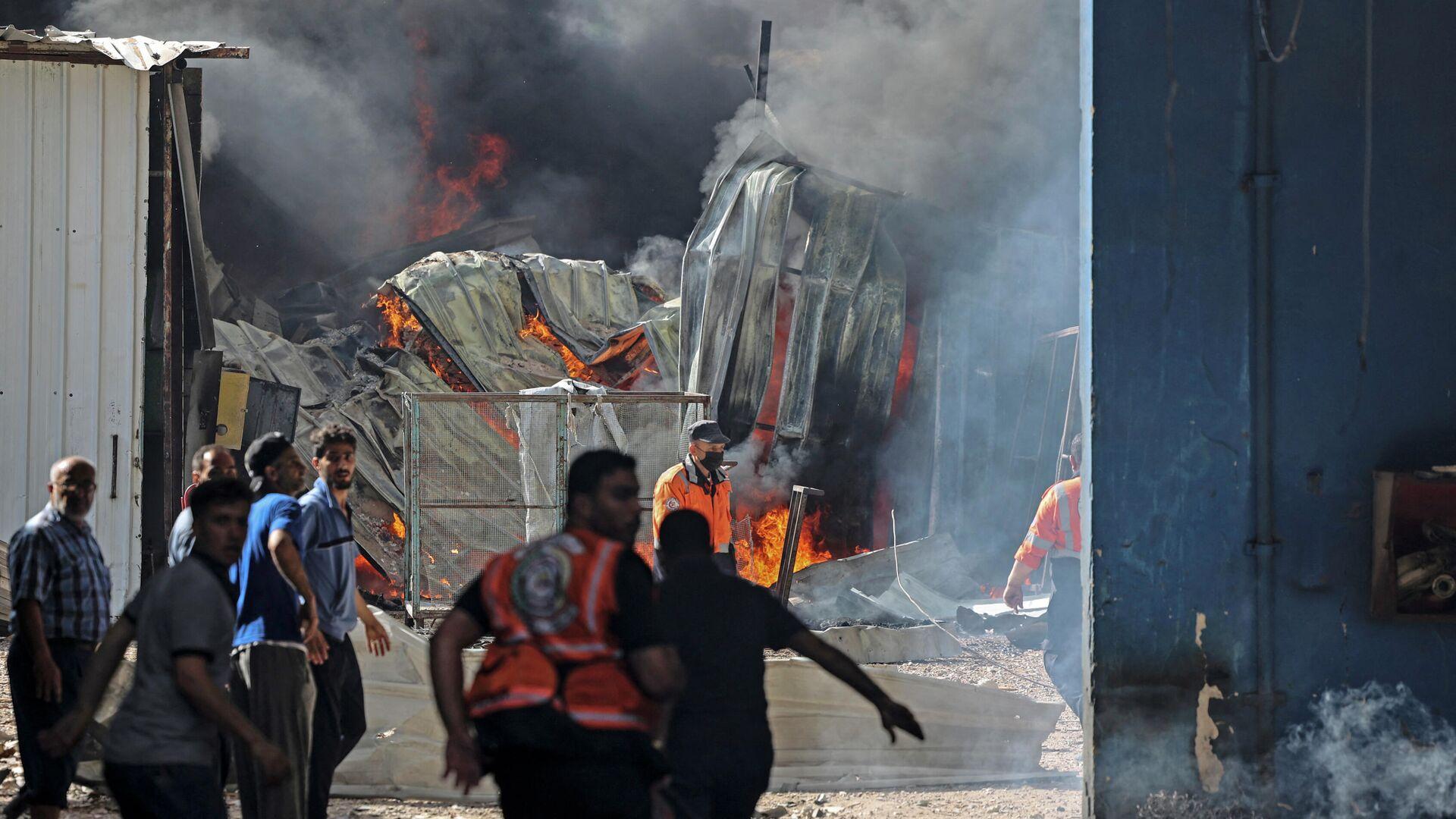 Brand in einer Matratzenfabrik im Gazastreifen - SNA, 1920, 17.05.2021