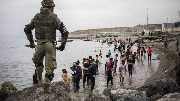 Военное оцепление на границе Марокко и Испании, в испанском анклаве Сеута - SNA