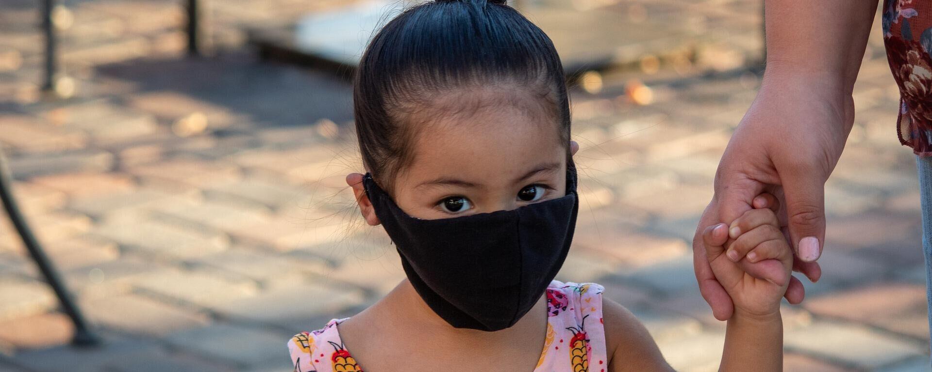 Ein Mädchen trägt eine Gesichtsmaske - SNA, 1920, 21.08.2021