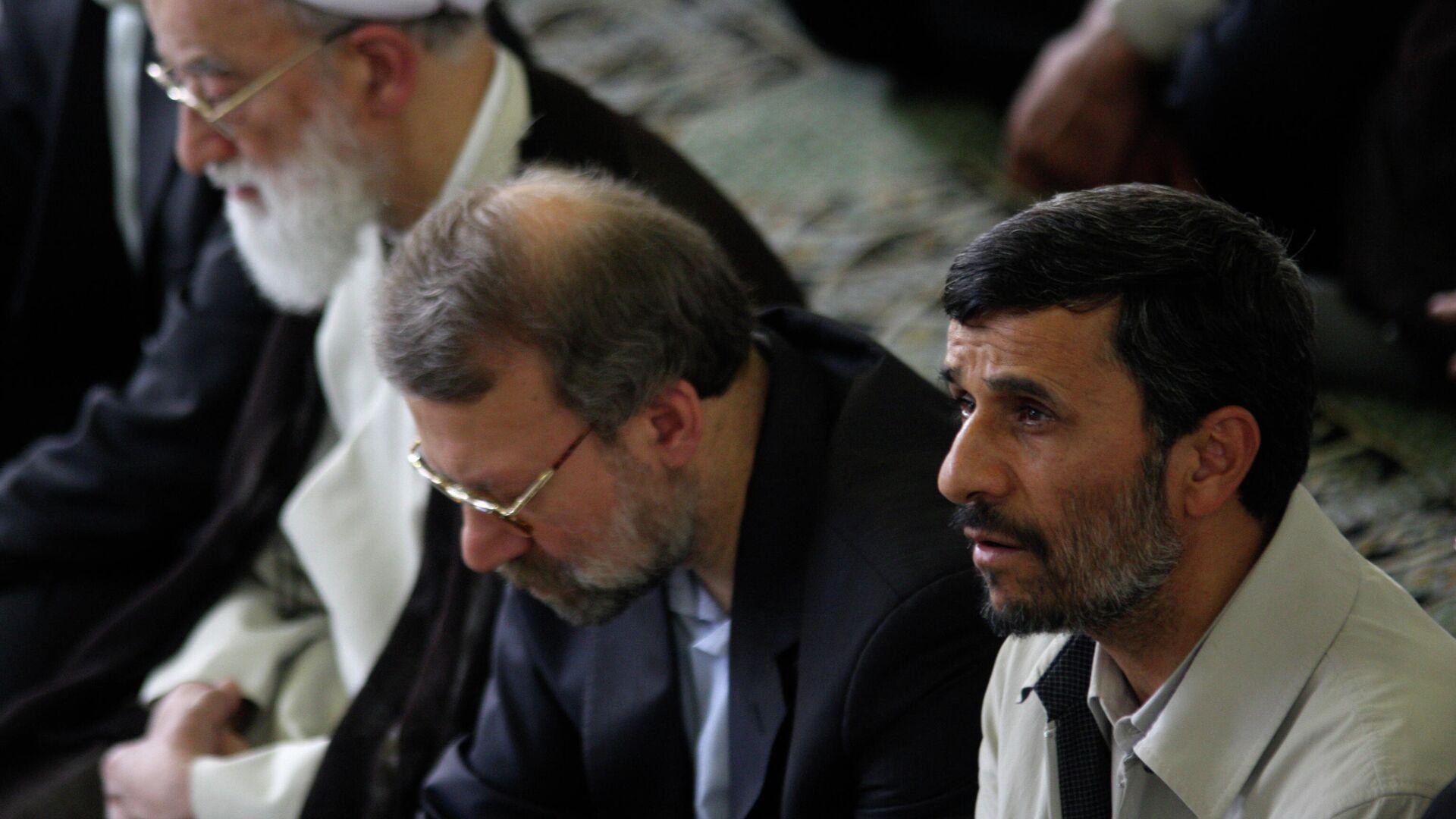 Irans Ex-Präsident Mahmud Ahmadinedschad (r.) und Ex-Parlamentschef Ali Laridschani (Mitte) (Archiv) - SNA, 1920, 25.05.2021
