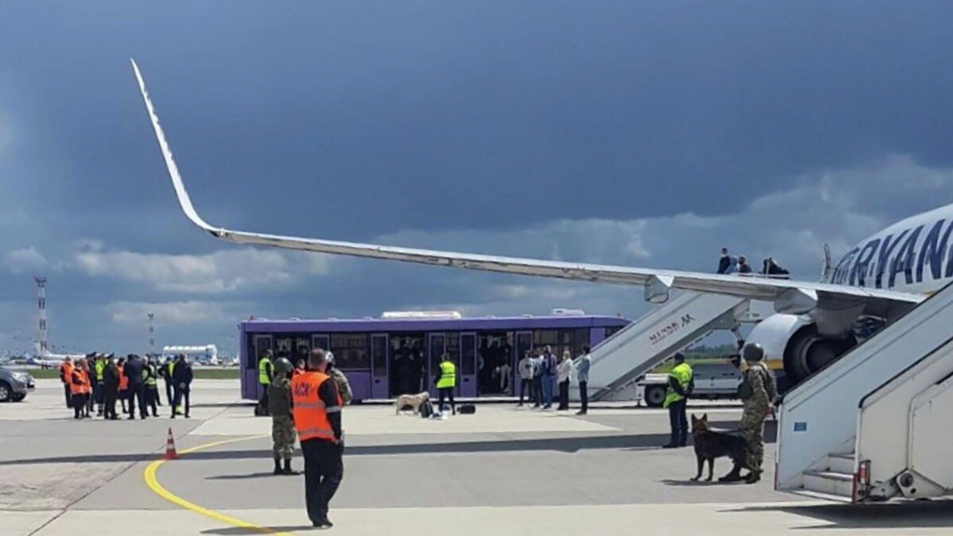 Sicherheitsdienste des Minsker Flughafens vor dem Ryanair-Flug, 23. Mai 2021 - SNA, 1920, 28.05.2021