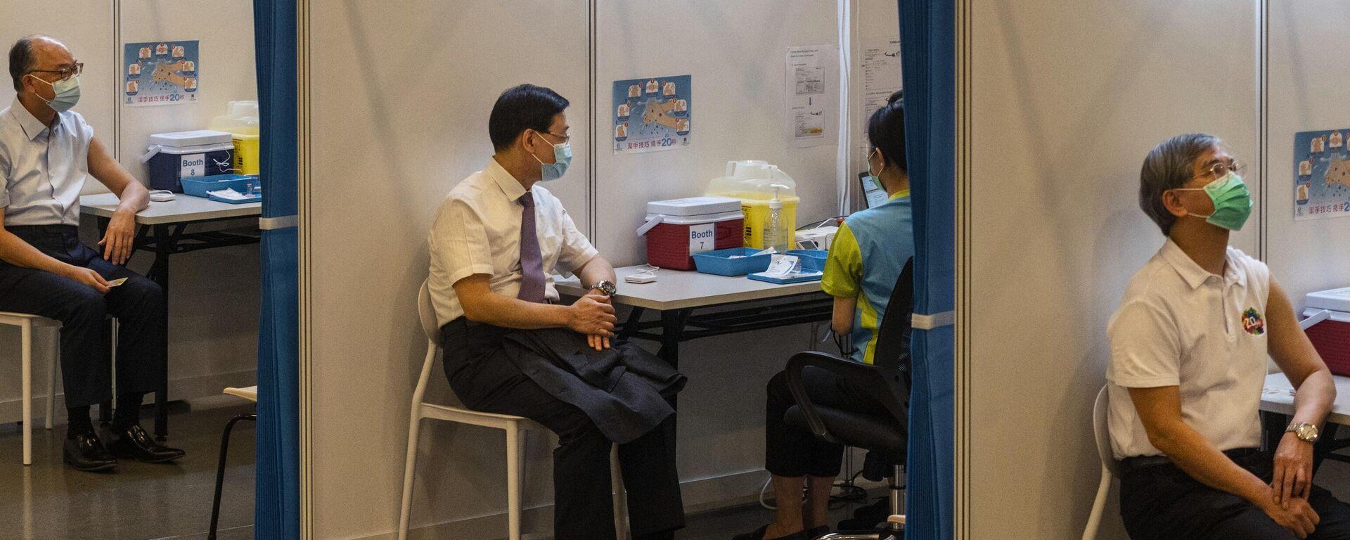 Mitglieder der Hongkong-Regierung lassen sich mit CoronaVac-Impfstoff spritzen. Februar 2021 - SNA, 1920, 01.06.2021