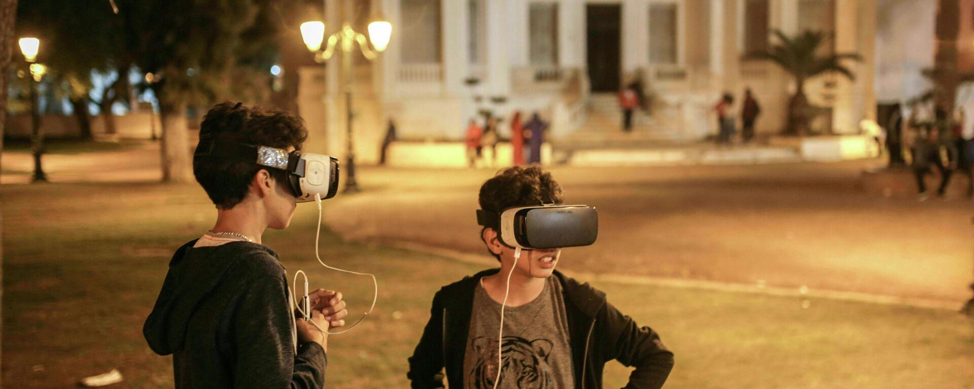 Kinder mit VR-Brillen (Symbolbild) - SNA, 1920, 08.06.2021