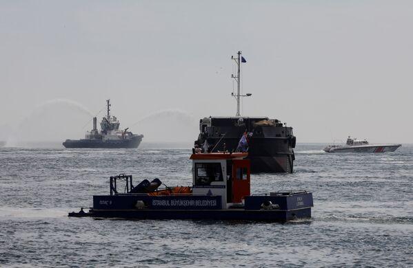 Auch die Küstenwache wurde zum Reinigungseinsatz im Marmarameer hinzugezogen. - SNA