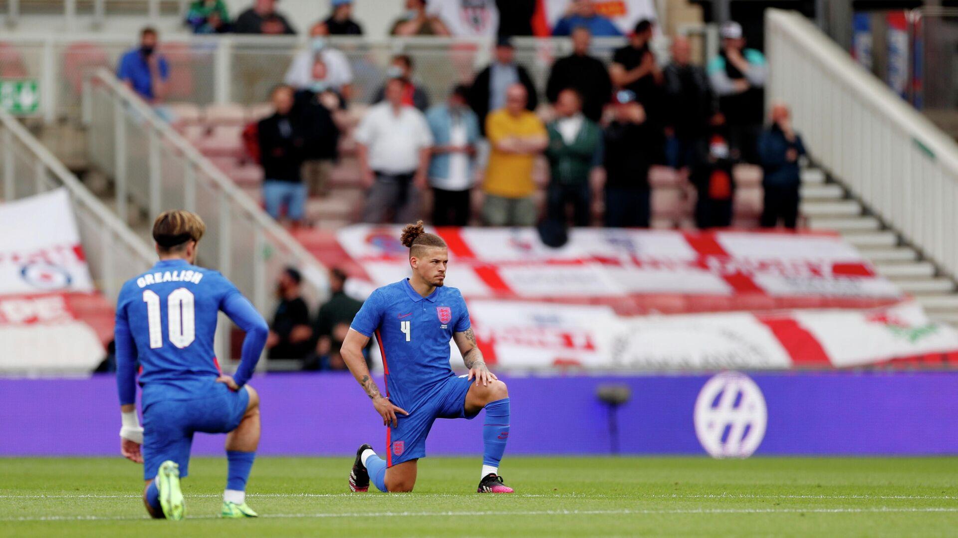 BLM-Kniefall englischer Kicker vor dem Spiel gegen die rumänische Auswahl. Middlesbrough, Großbritannien, 6 Juni 2021 - SNA, 1920, 10.06.2021