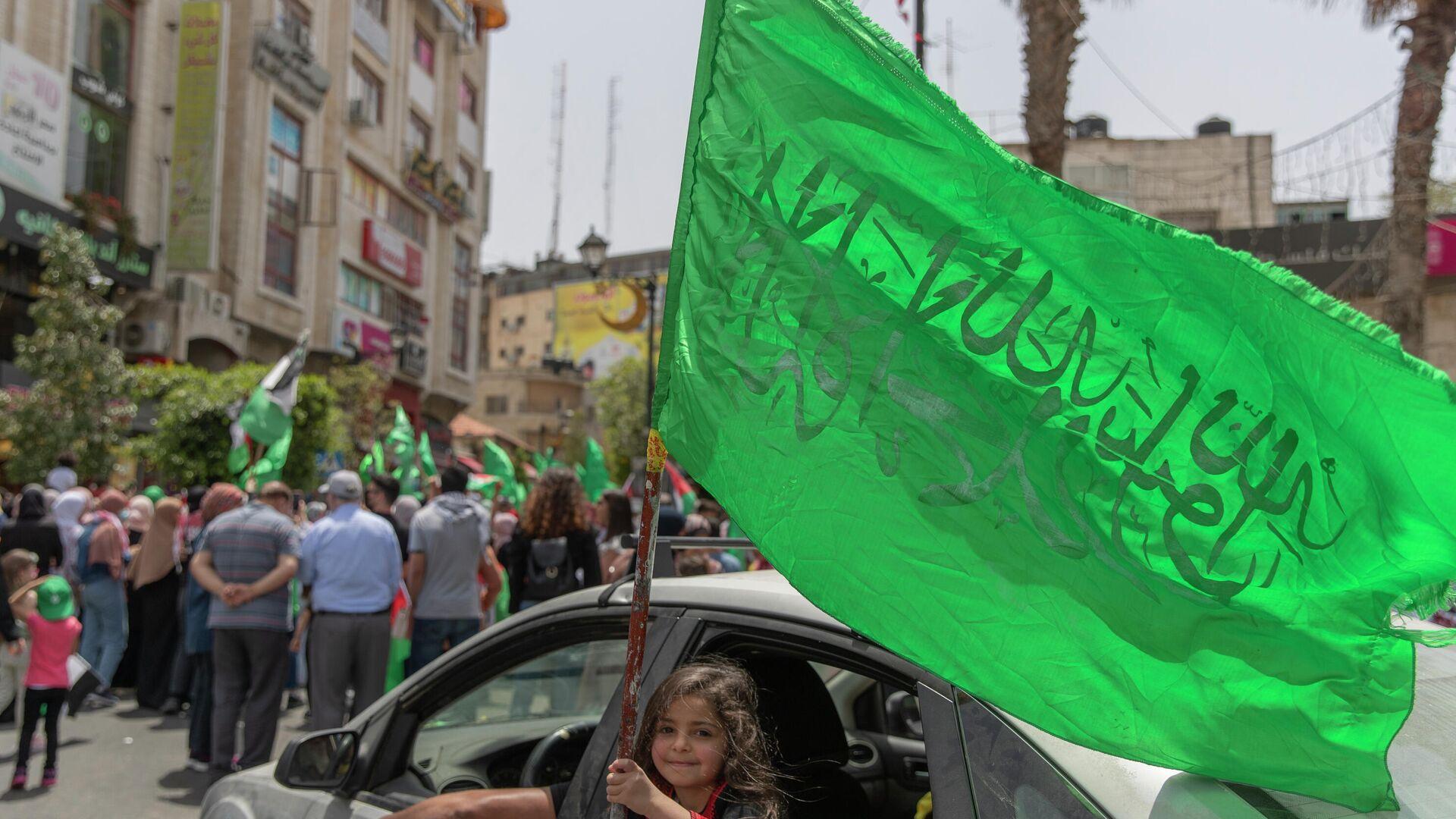Ein Mädchen in Ramallah schwenkt mit der  Hamas-Flagge - SNA, 1920, 11.07.2021