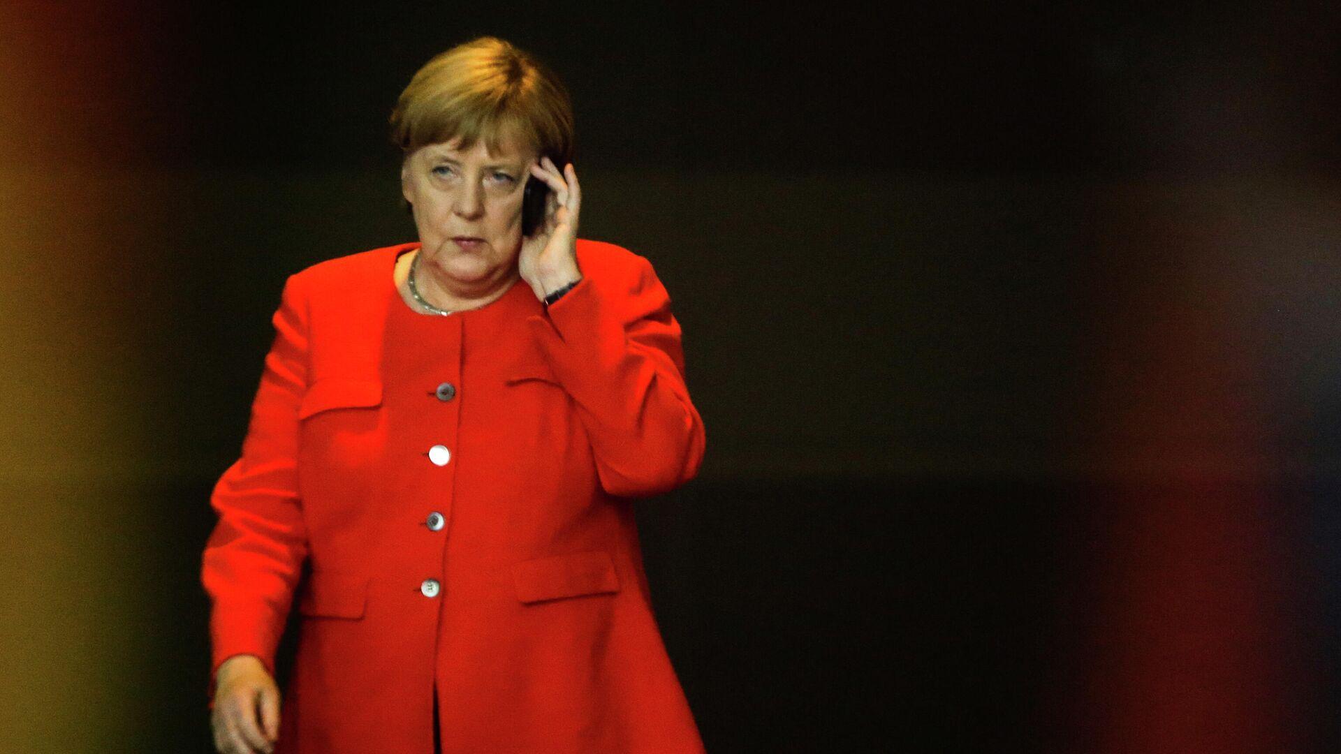 Bundeskanzlerin Angela Merkel beim Telefongespräch (Archivbild) - SNA, 1920, 05.07.2021