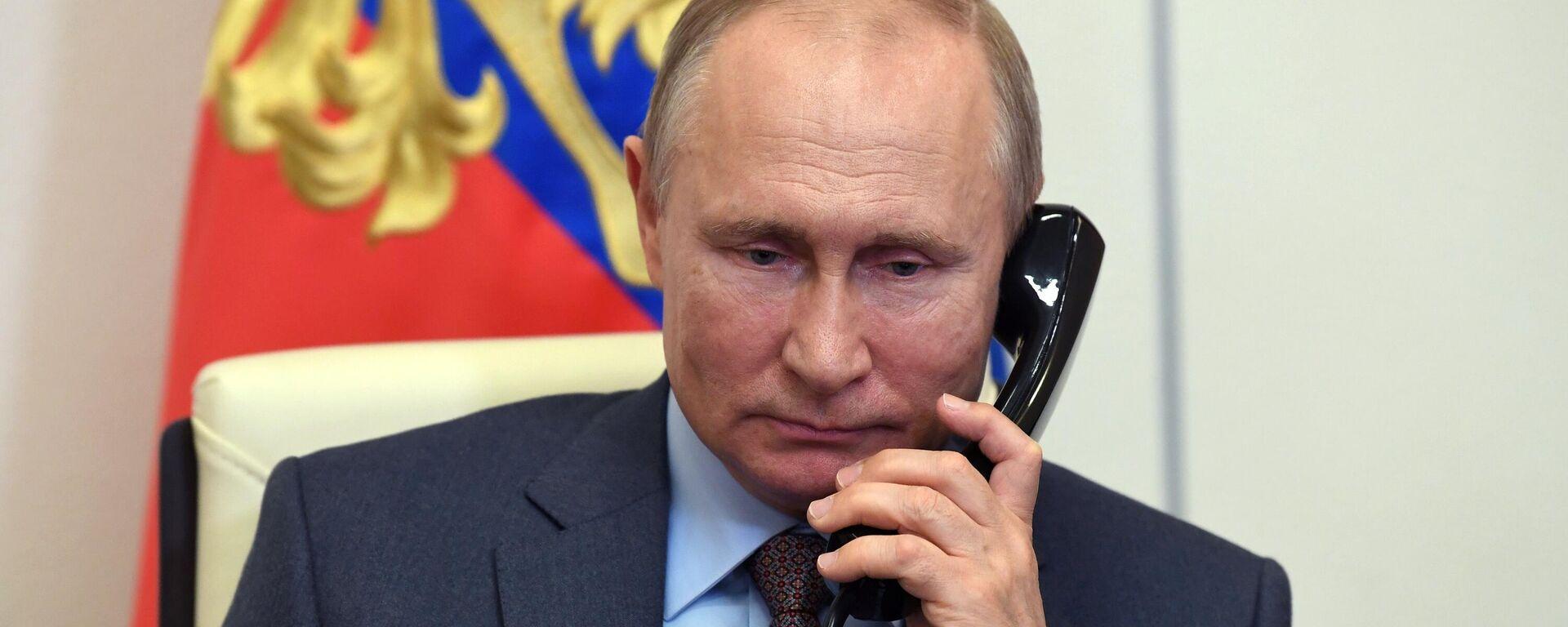Der russische Präsident Wladimir Putin beim Telefongespräch (Archivbild) - SNA, 1920, 21.08.2021