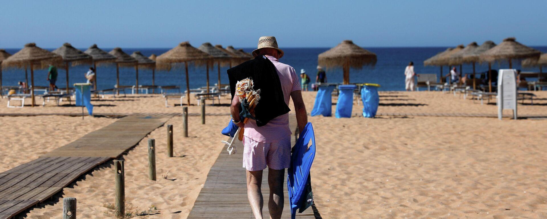 Mann am Strand in Portugal  - SNA, 1920, 12.07.2021