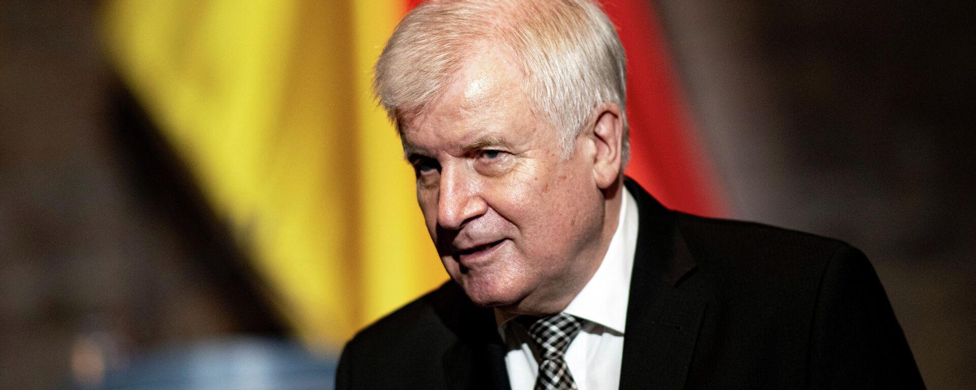 Bundesinnenminister Horst Seehofer nimmt am 20. Juni 2021 in Berlin an einer offiziellen Veranstaltung zum Gedenken an die Opfer von Vertreibung im Zweiten Weltkrieg teil. Symbolbild - SNA, 1920, 30.06.2021