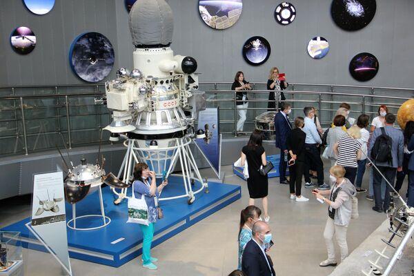 Konferenzteilnehmer beim Besuch im Museum der Kosmonautik Kaluga - SNA