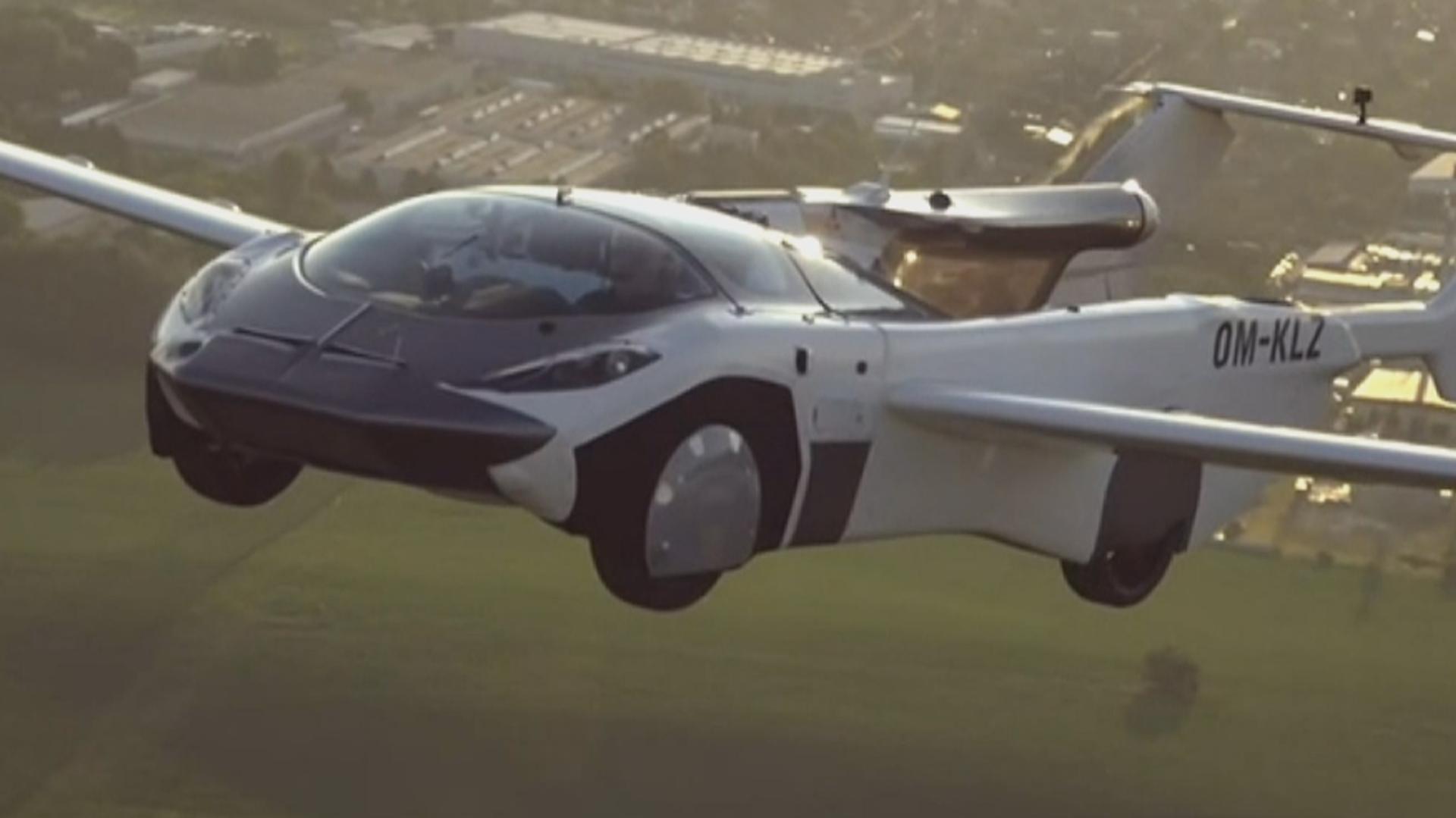 35 Minuten am Himmel: Fliegendes Auto AirCar absolviert erfolgreich Erstflug - SNA, 1920, 01.07.2021