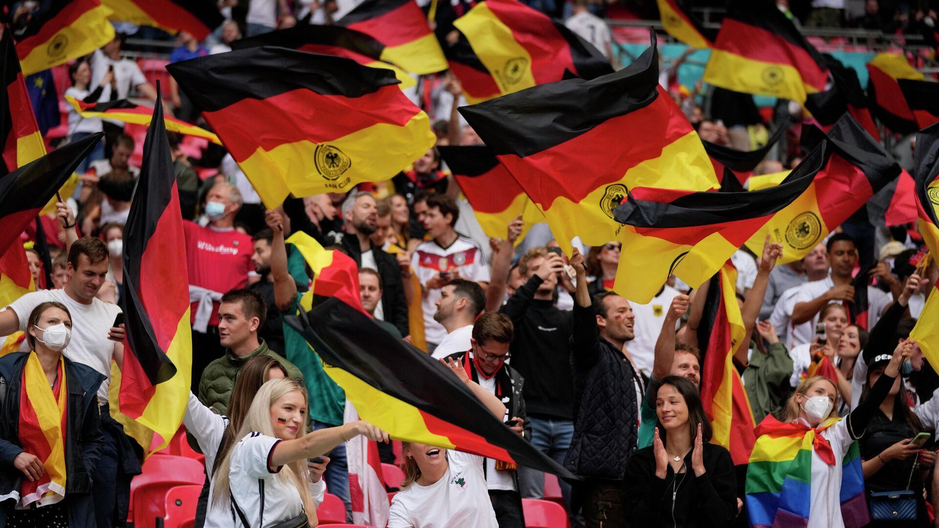 Deutsche Fans vor der Begegnung England-Deutschland im Wemley-Stadion - SNA, 1920, 04.07.2021