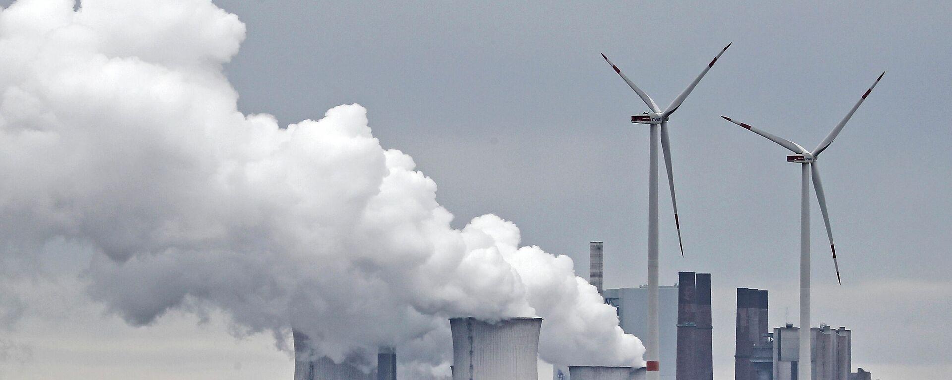 Ein Kohlekraftwerk in der Nähe des Kohletagebaus Garzweiler  - SNA, 1920, 05.07.2021