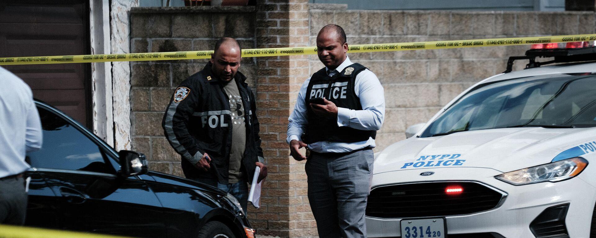 Die Polizei untersucht den Tatort in Brooklyn  - SNA, 1920, 06.07.2021