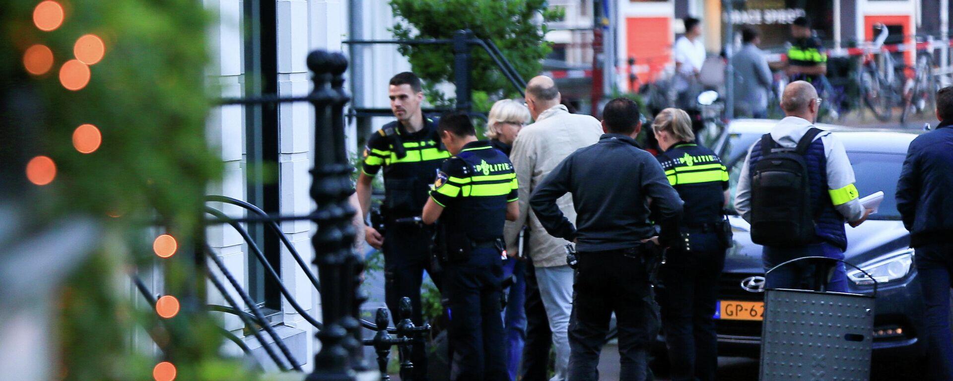 Polizei ermittelt am Tatort des Anschlags auf Peter R. de Vries. - SNA, 1920, 06.07.2021