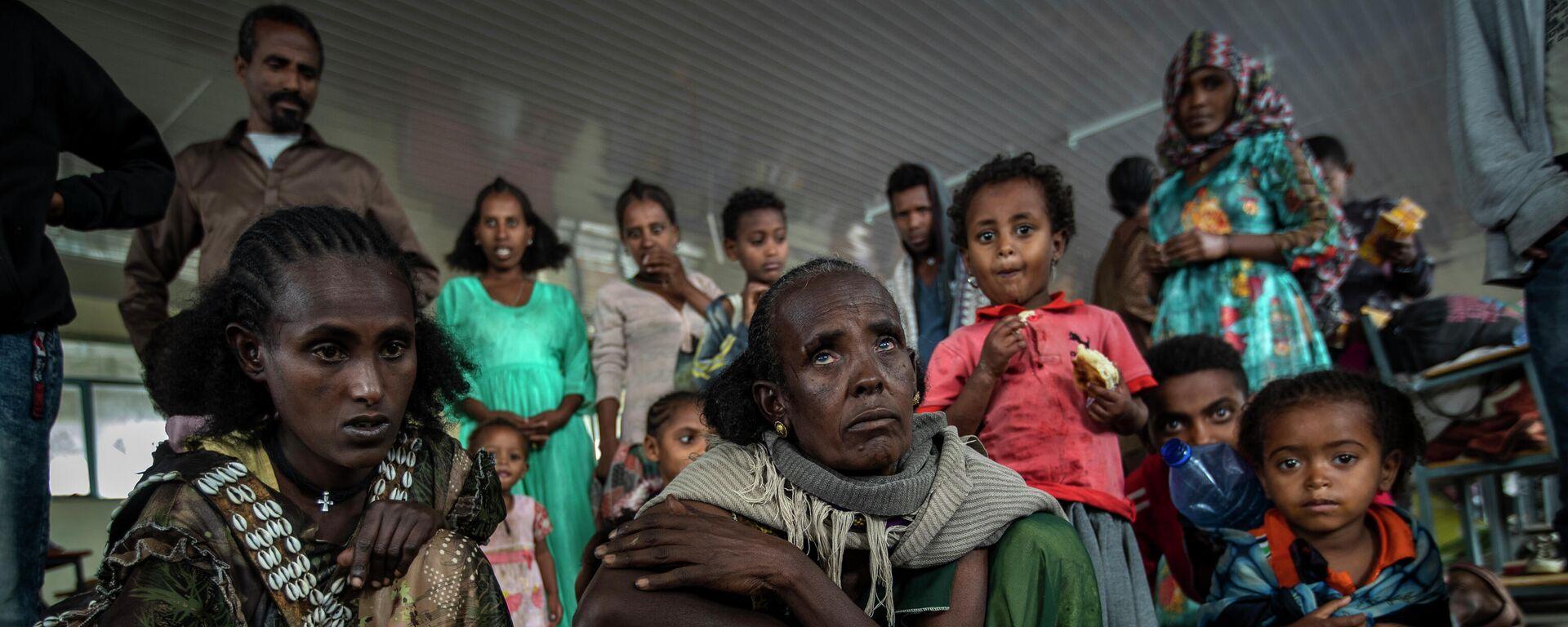 Frauen, die von den Kämpfen in der  Region Tigray geflohen sind, rösten Kaffeebohnen - SNA, 1920, 07.07.2021