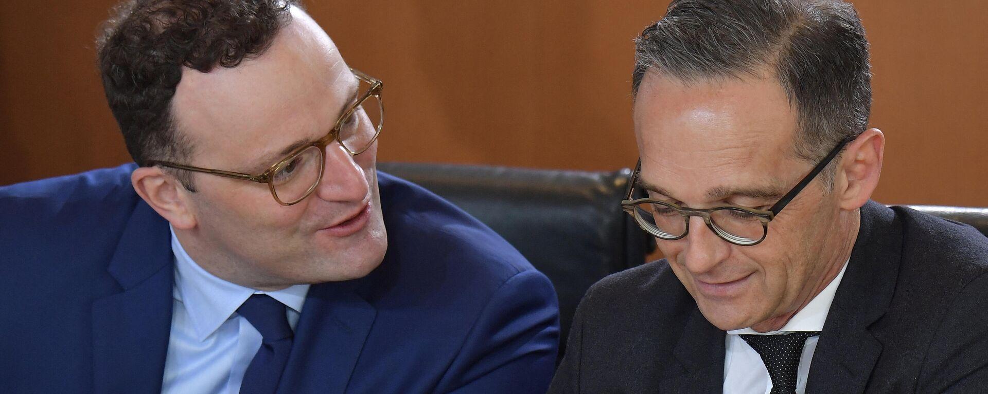 Bundesgesundheitsminister Jens Spahn  im Gespräch mit Außenminister Heiko Maas vor der wöchentlichen Kabinettssitzung in Berlin am 15. Mai 2019. Symbolfoto - SNA, 1920, 07.07.2021