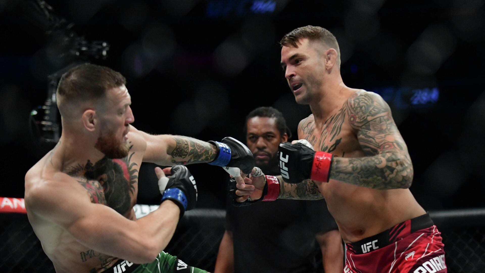 Conor McGregor (l.) und Dustin Poirier am 11. Juli 2021 bei UFC 264 in Las Vegas, USA - SNA, 1920, 11.07.2021