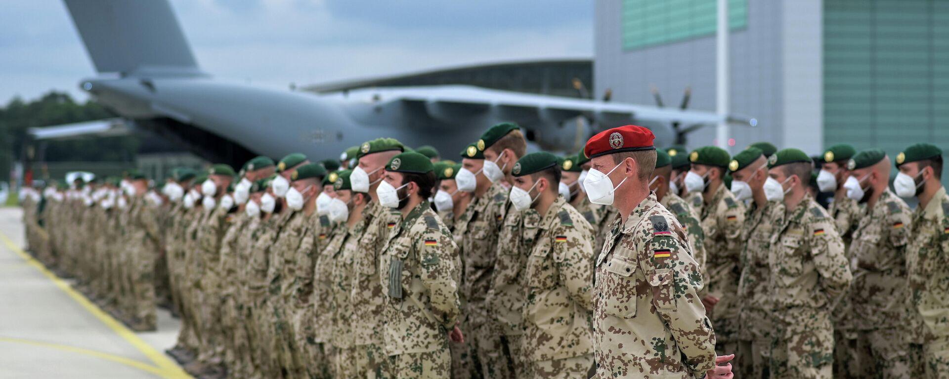 Deutsche Soldaten stellen sich nach ihrer Rückkehr aus Afghanistan auf dem Flugplatz in Wunstorf, Deutschland, 30. Juni 2021 zum letzten Appell vor einem Airbus A400M-Frachtflugzeug der Bundeswehr der Bundeswehr auf. - SNA, 1920, 14.07.2021