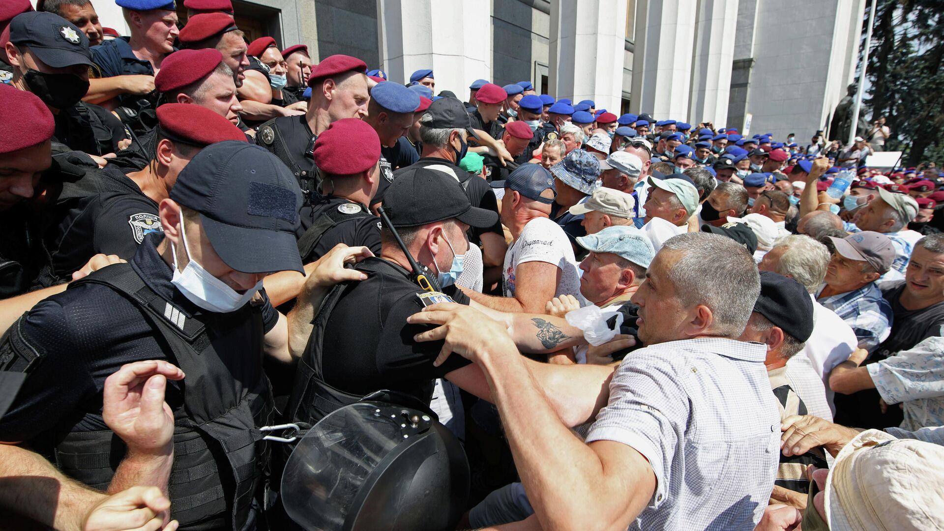 Rentner demonstrieren vor Parlament in Kiew am 14. Juli 2021 - SNA, 1920, 14.07.2021