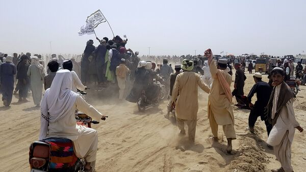 Сторонники Талибана на границе Афганистана и Пакистана  - SNA