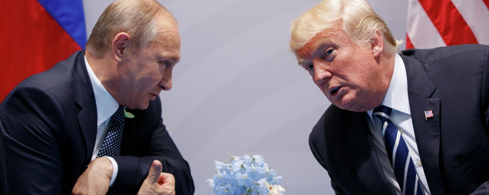 Die Präsidenten Russlands und der USA, Wladimir Putin (l.) und Donald Trump (Archiv) - SNA, 1920, 06.10.2021