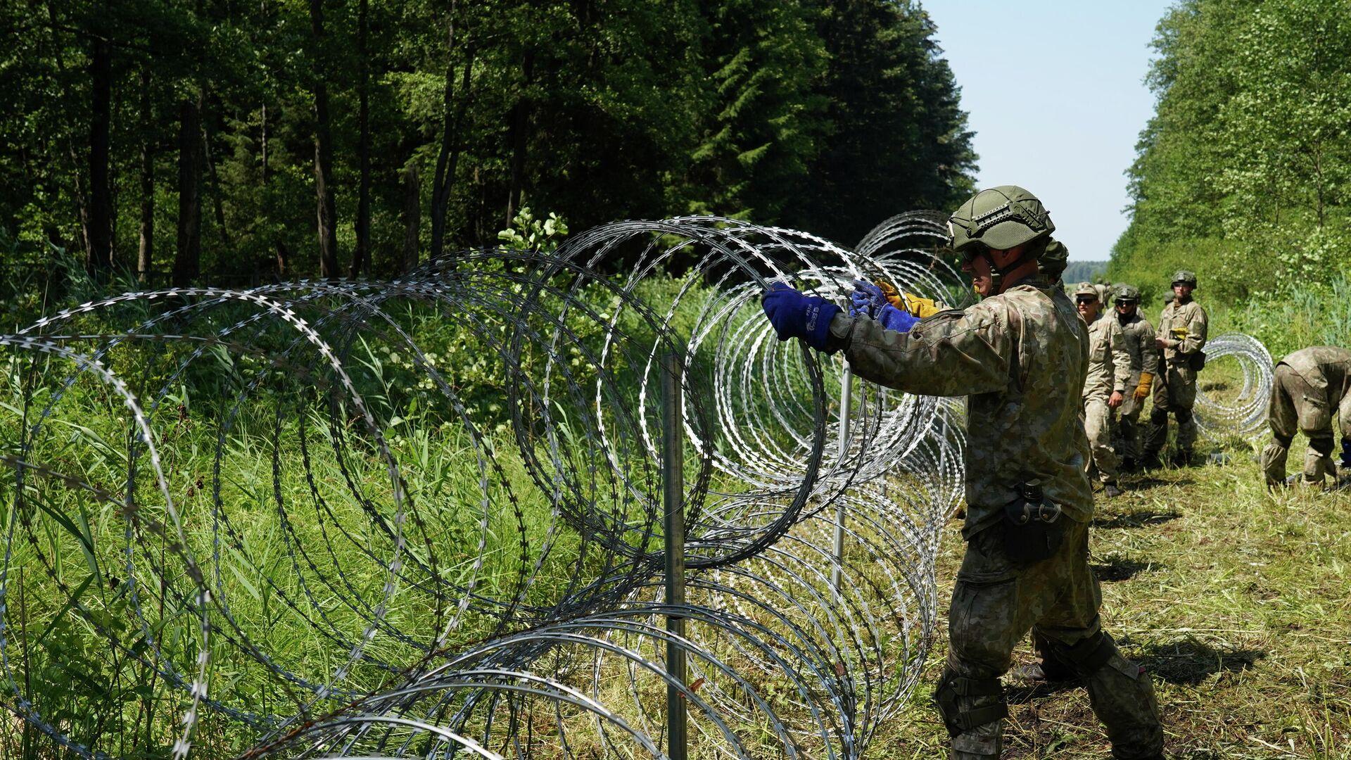 Das EU-Land Litauen baut Absperrungen an der Grenze zu Weißrussland, um den Zustrom illegaler Migranten zu stoppen. Druskininkai, 9. Juli 2021 - SNA, 1920, 19.07.2021