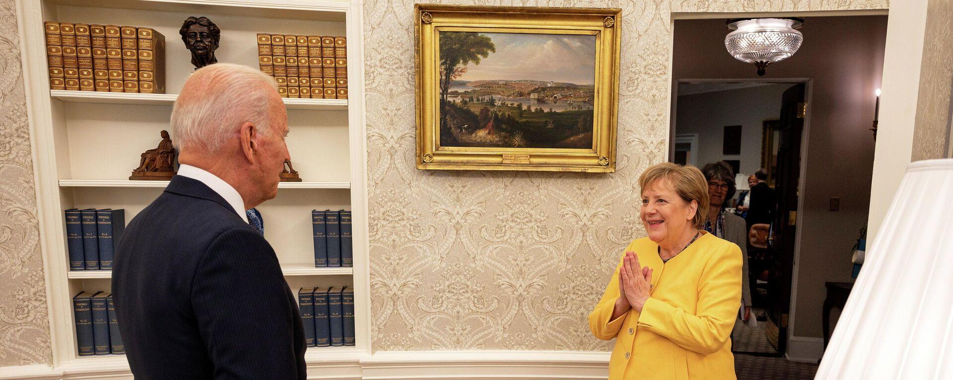 US-Präsident Joe Biden begrüßt Bundeskanzlerin Angela Merkel am 15. Juli 2021 im Weißen Haus in Washington. - SNA, 1920, 17.07.2021