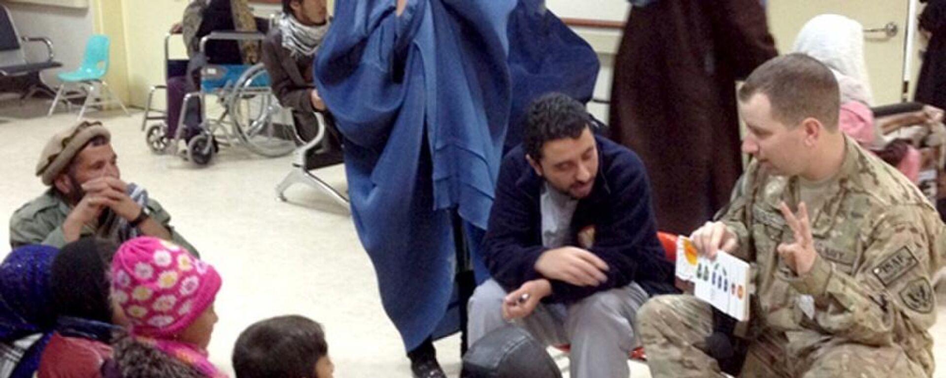 Dolmetscher und US-Offizier in einem Krankenhaus in Bagram, Afghanistan (Archiv)  - SNA, 1920, 17.07.2021