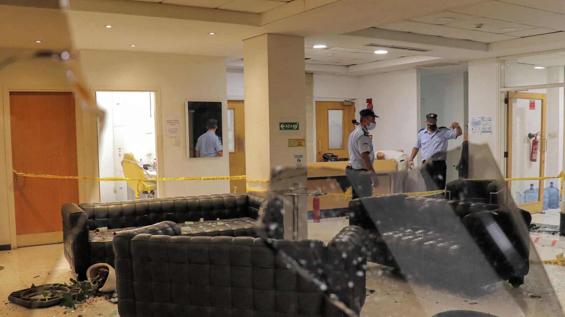Zyperns Nationalpolizei in der Sigma-Redaktion nach der Attacke am 18. Juli 2021 - SNA, 1920, 19.07.2021