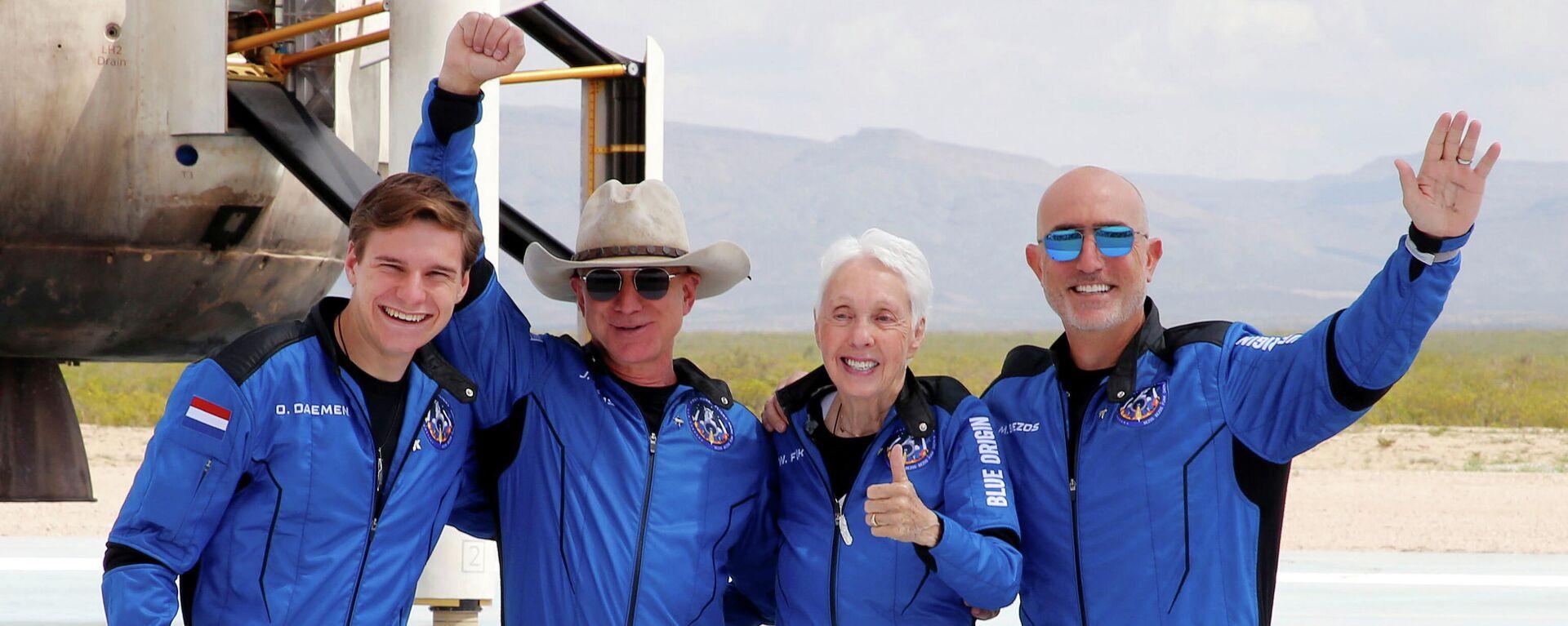 Der US-Milliardär Jeff Bezos ist mit drei Begleitern bis an die Grenze des Weltalls geflogen - SNA, 1920, 20.07.2021
