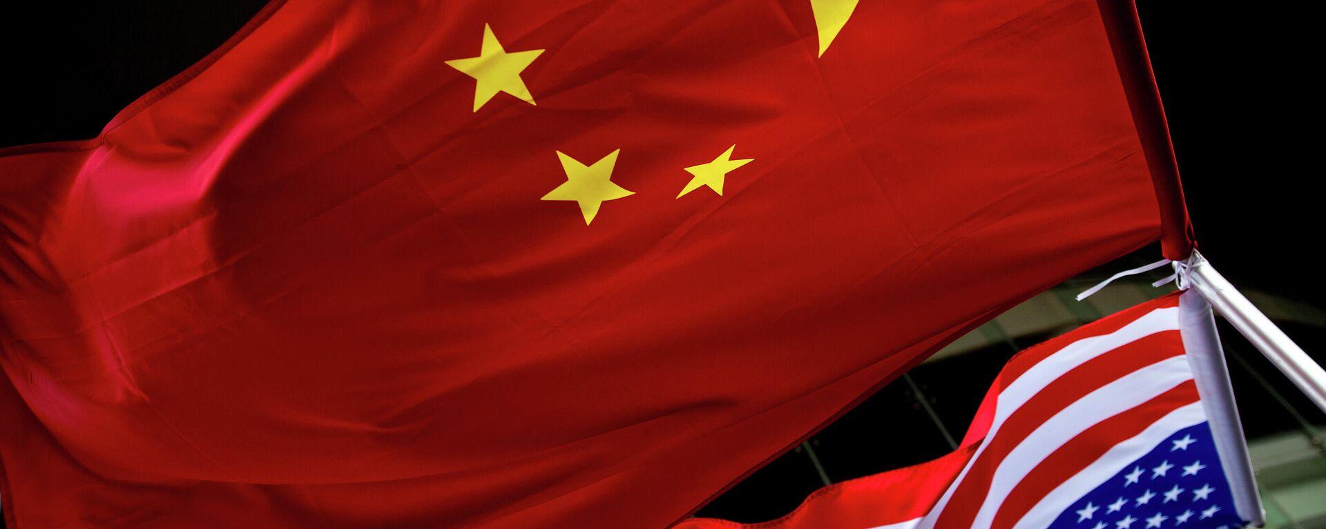 Flaggen von China und den USA (Symbolbild) - SNA, 1920, 24.07.2021