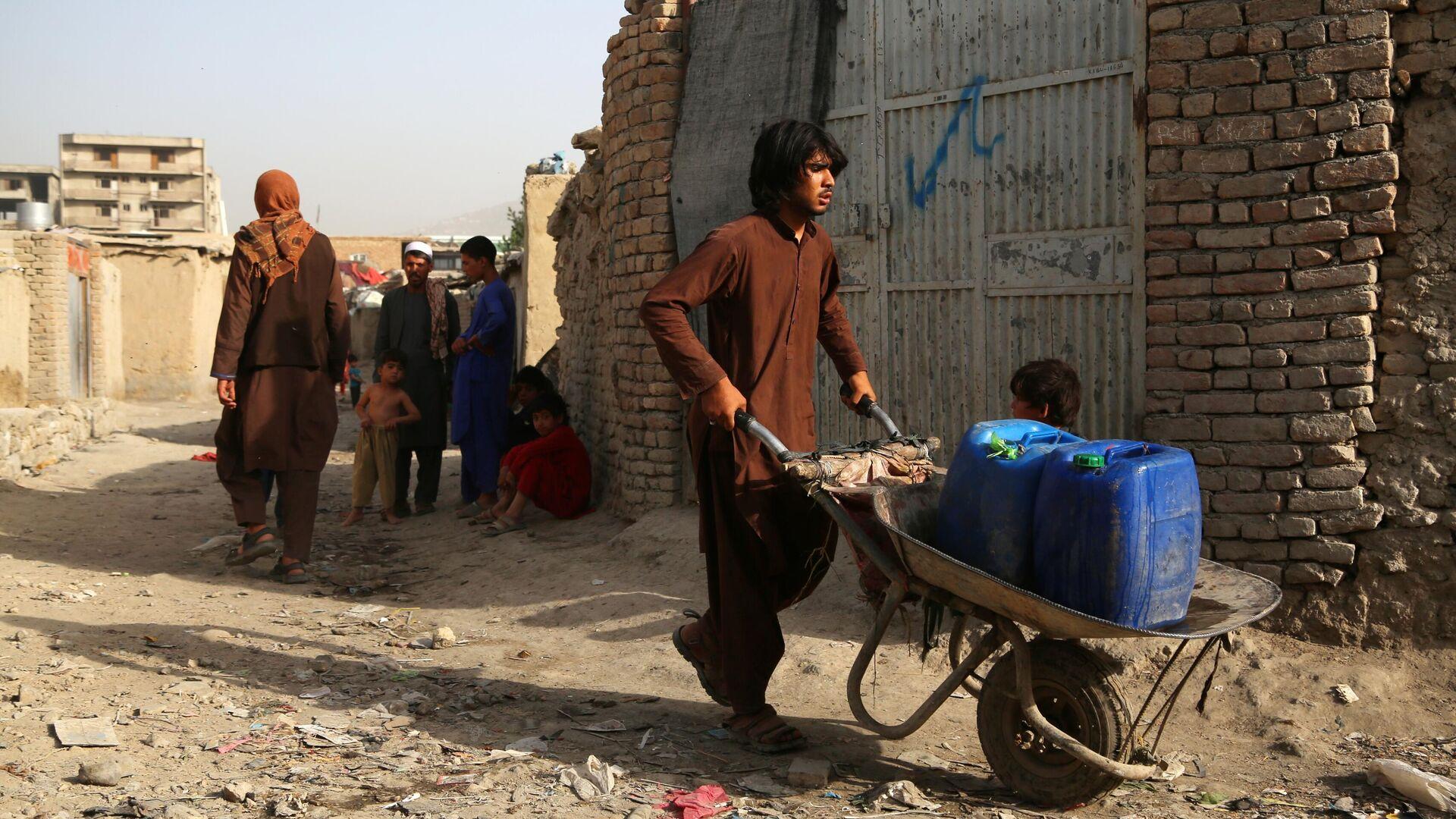 Menschen auf einer Straße in Kabul - SNA, 1920, 01.09.2021
