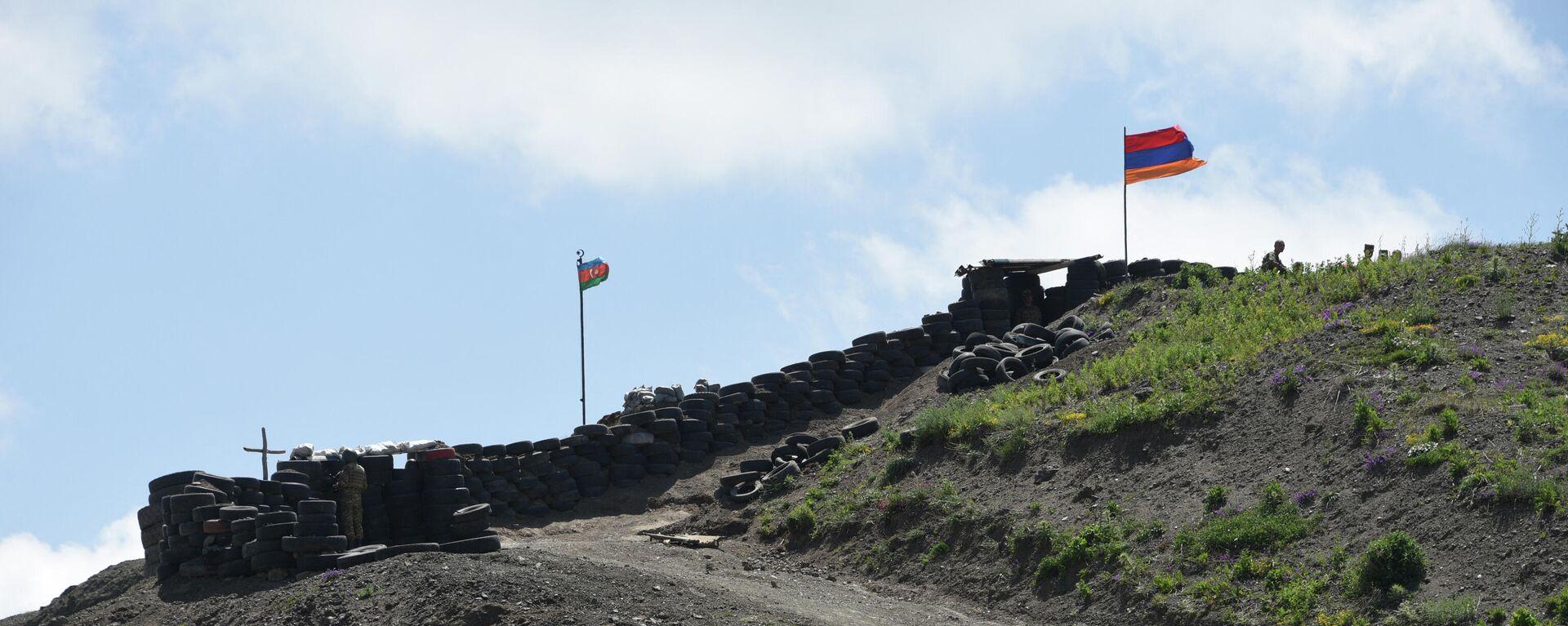 Flaggen von Armenien und Aserbaidschan im Grenzgebiet  - SNA, 1920, 26.07.2021