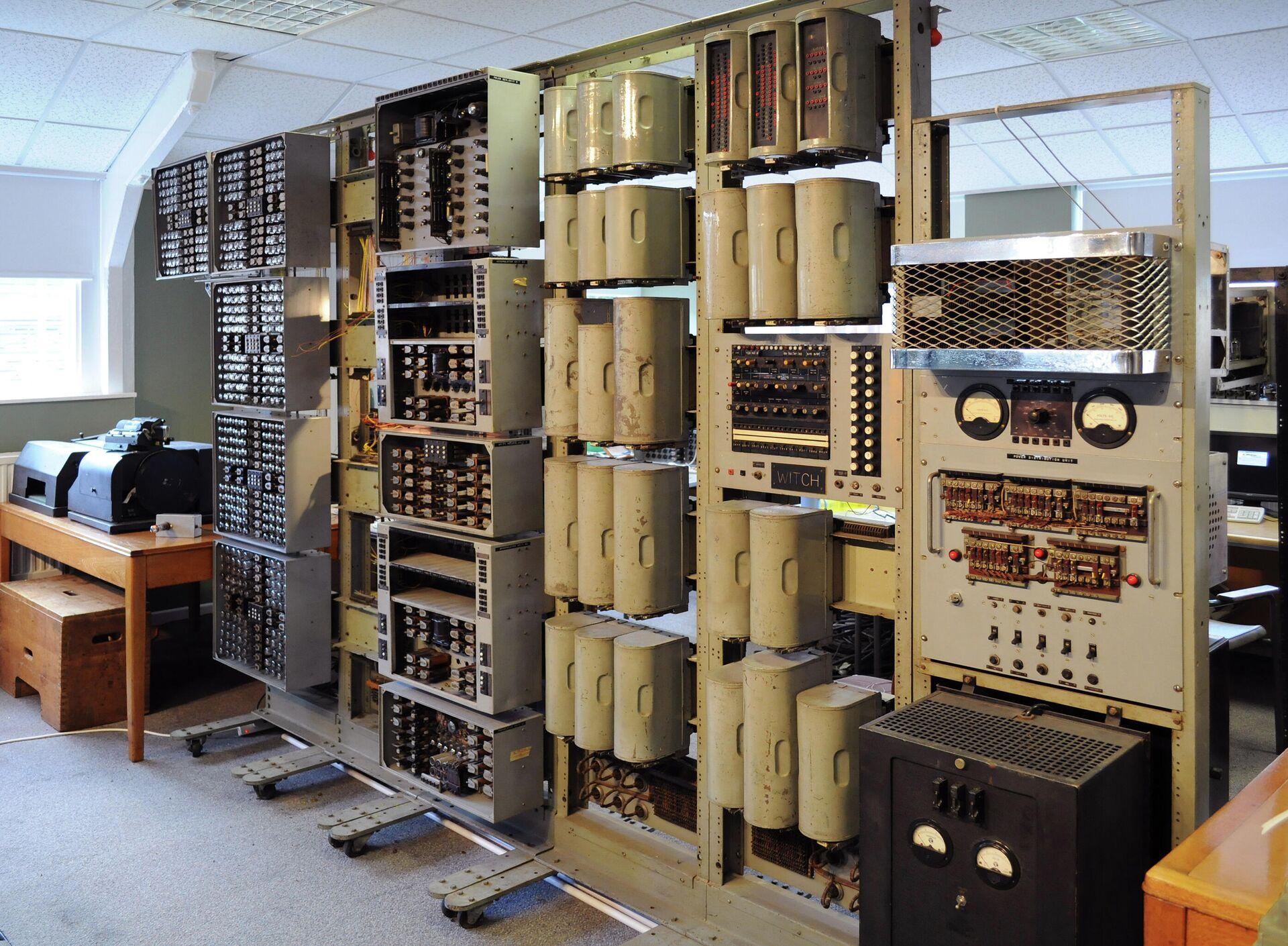 Der Harwell Computer während seiner Restaurierung im British National Museum of Computing - SNA, 1920, 27.07.2021