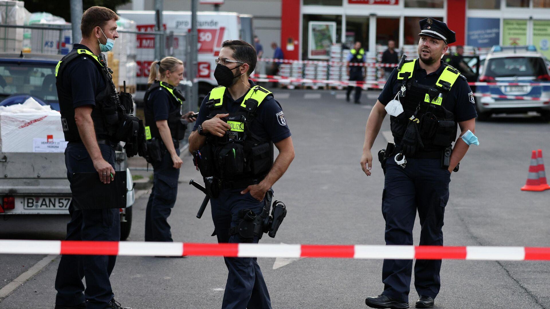 Polizeieinsatz nach Schüssen auf dem Parkplatz eines Baumarktes in Berlin-Wedding  am 30. Juli - SNA, 1920, 30.07.2021