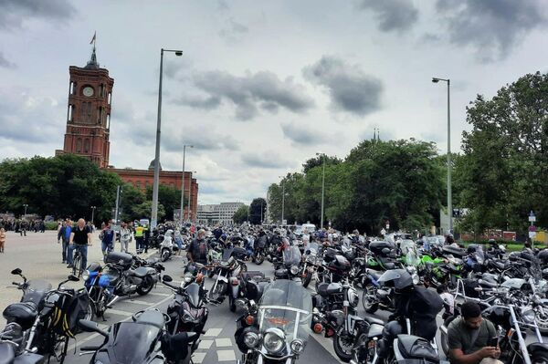 Bikertreffen am Rande der Querdenken-Proteste in Berlin am 1. August 2021 - SNA
