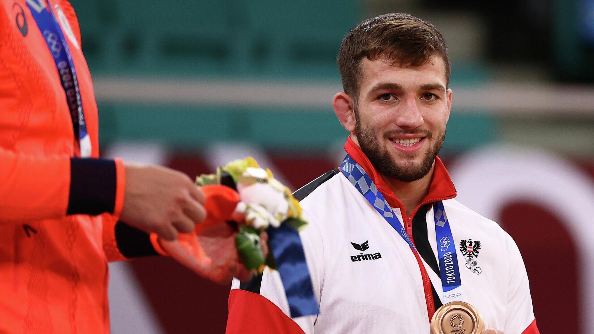 Bronzemedaillengewinner Shamil Borchashvili aus Österreich posiert mit seiner Medaille bei den Olympischen Spielen in Tokio in Judo, Männer 81 kg. den 27. Juli 2021. - SNA, 1920, 06.08.2021