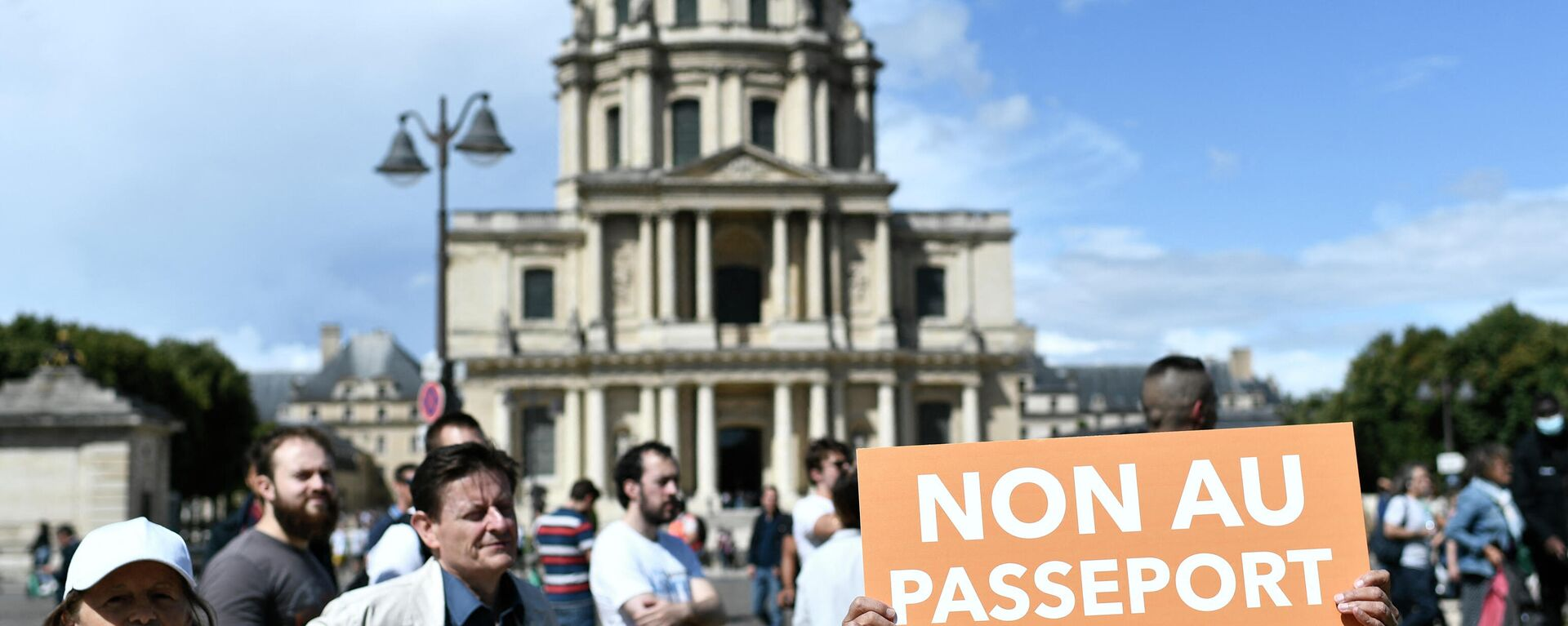 Zehntausende protestieren in Frankreich am 7. August 2021 gegen Corona-Impfpass - SNA, 1920, 07.08.2021