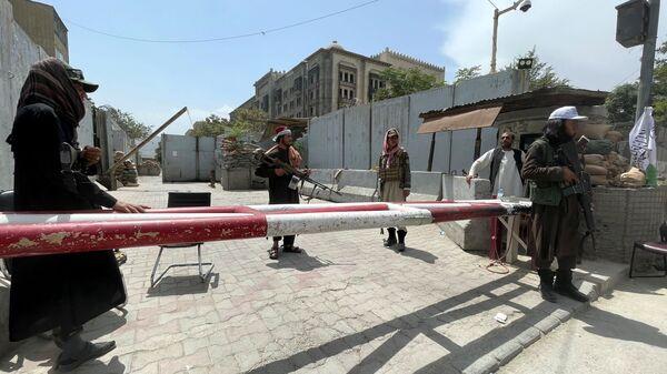 Боевики движения Талибан* на КПП в Кабуле - SNA