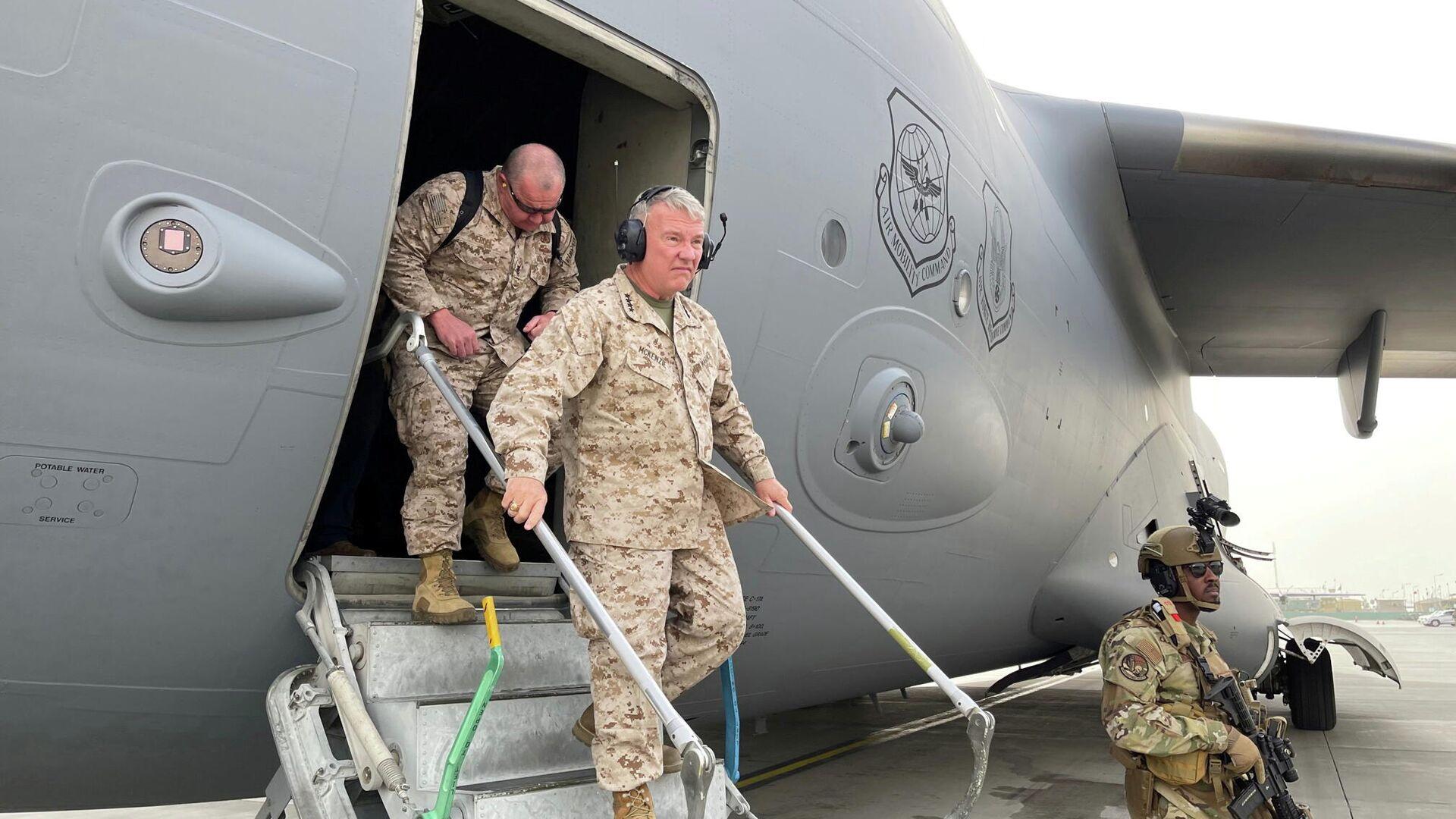 General Frank McKenzie, Befehlshaber des Zentralen US-Kommandos, am Flughafen von Kabul, 17. August 2021 - SNA, 1920, 18.08.2021