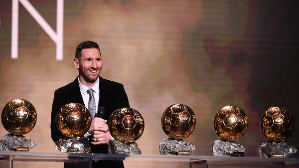 Аргентинский футболист Лионель Месси на церемонии вручения премии Золотой мяч в Париже  - SNA