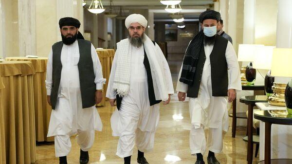Сухил Шахин, Мавлави Шахабуддин Дилавар и Мохаммад Наим, члены политической делегации афганского движения Талибан, прибывают на пресс-конференцию в Москву - SNA