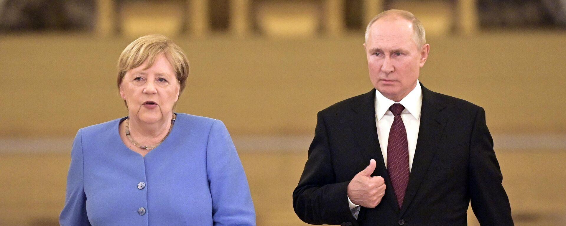 Bundeskanzlerin Angela Merkel und Russlands Präsident Wladimir Putin  - SNA, 1920, 20.08.2021