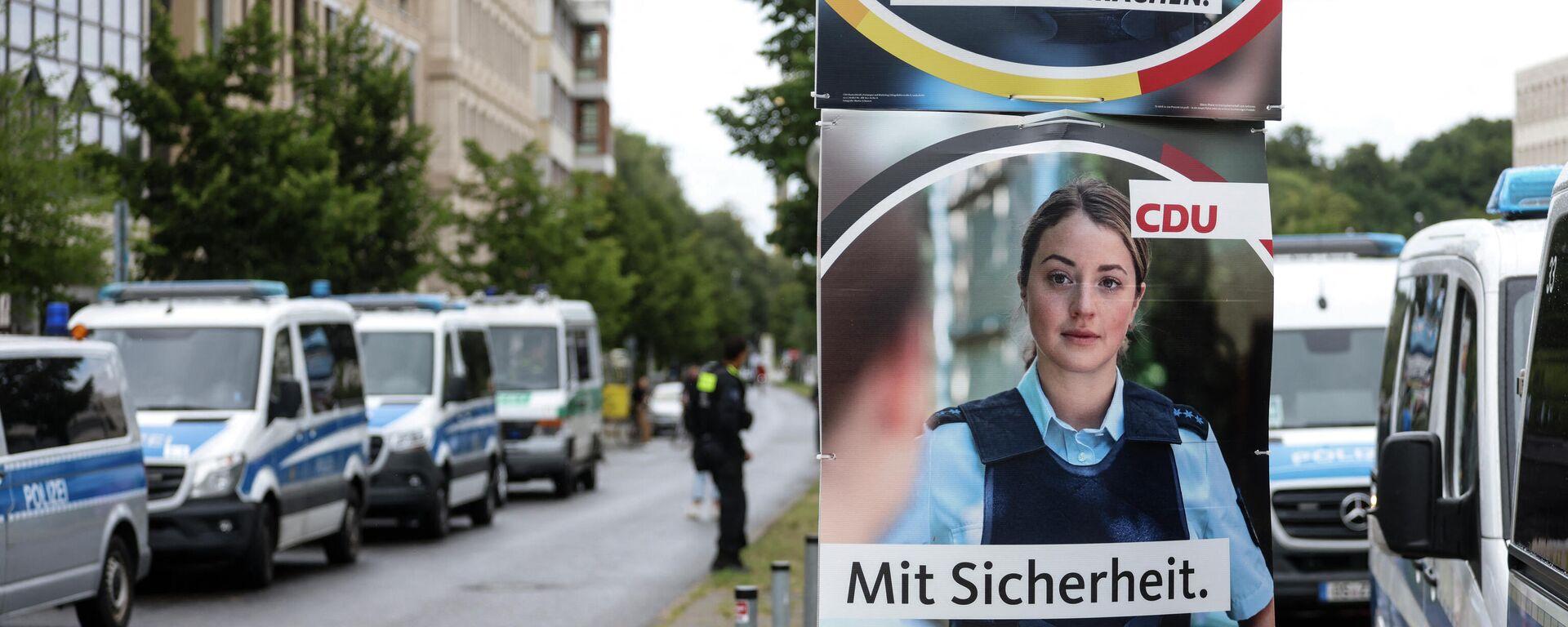 Eine angebliche Polizistin auf den Wahlkampfplakaten der CDU - SNA, 1920, 24.08.2021