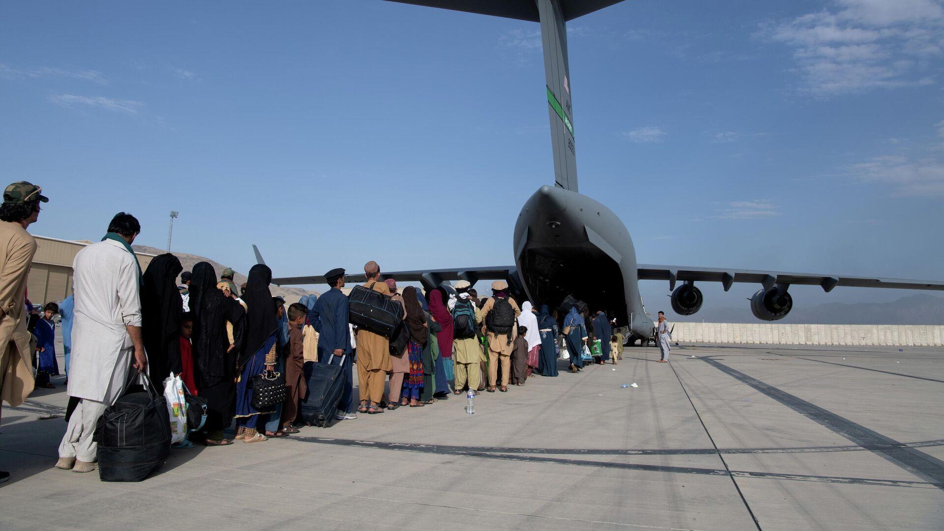 Evakuierung am Flughafen von Kabul (Symbolbild) - SNA, 1920, 28.08.2021