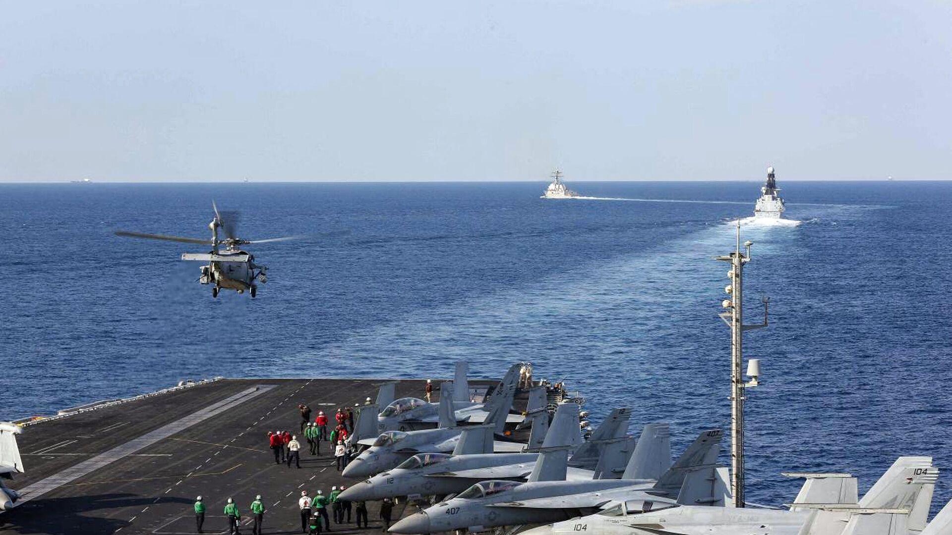 Hubschrauber MH-60S startet von Bord des Flugzeugträgers USS Abraham Lincoln (Archivbild)  - SNA, 1920, 01.09.2021