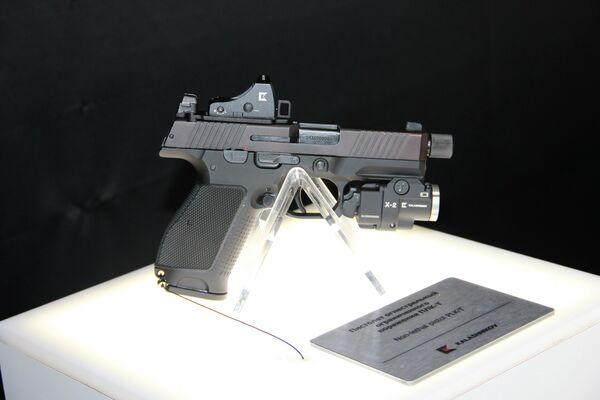 Traumatische Pistole PLC-T von Kalaschnikow, die zivile Version der Makarov-Pistole ersetzen wird und deren Kampfversion vom russischen Innenministerium übernommen wurde. - SNA